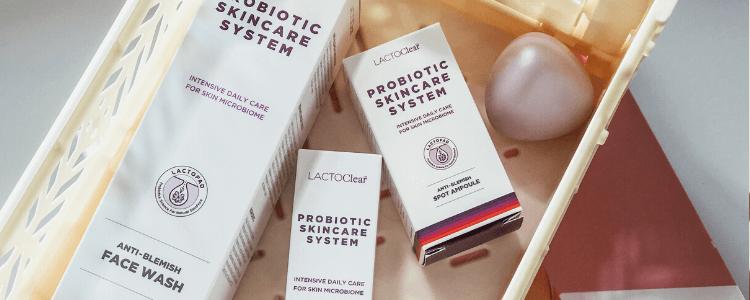 Face wash og anti blemish spot ampoule i lys kasse